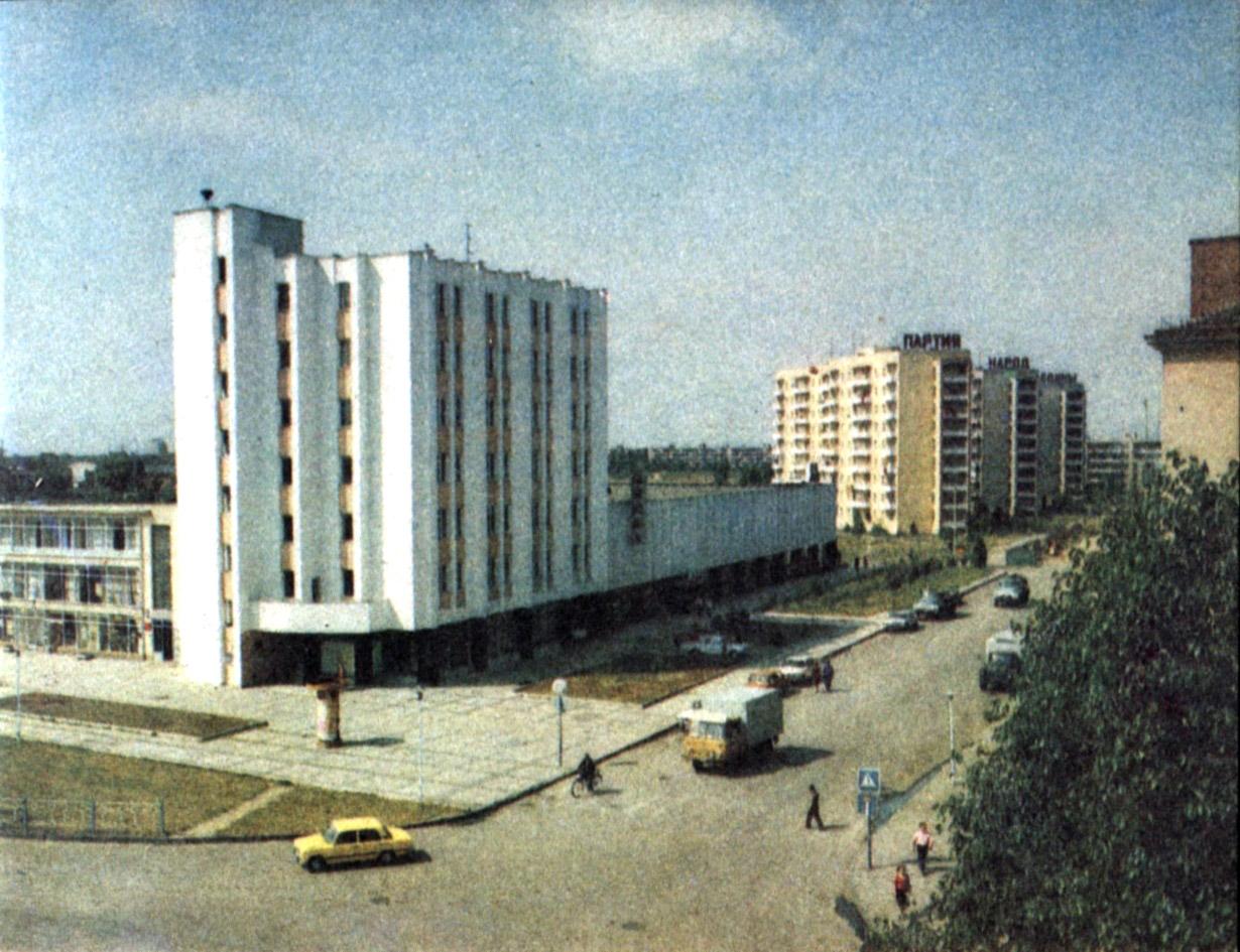 Ужгородський універмаг «Україна» – візитка міста чи його раритет? ФОТО