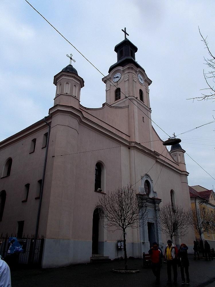 На вежі римо-католицької церкви в Ужгороді знову працює годинник