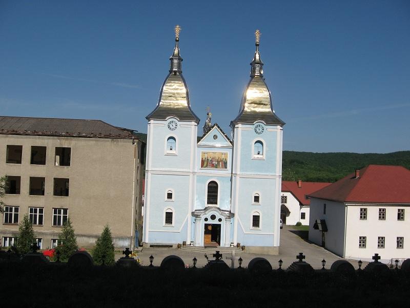 церква монастиря