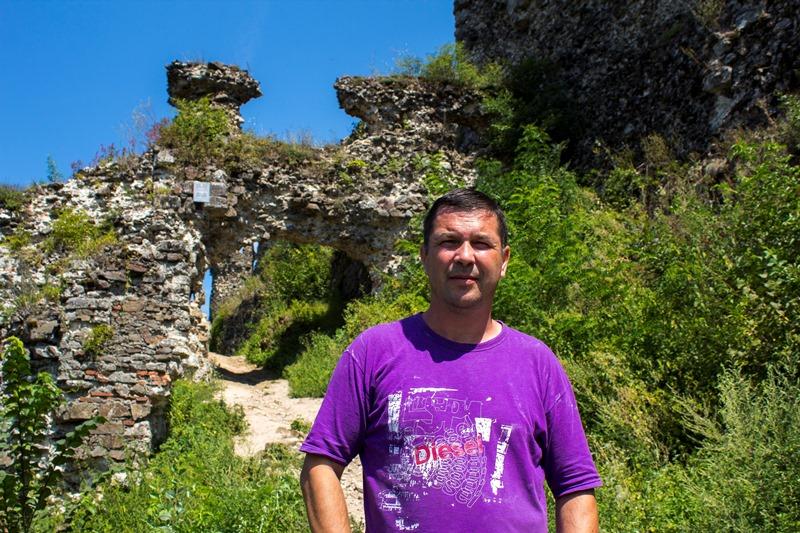 Дослідник замку Б. Шерегій