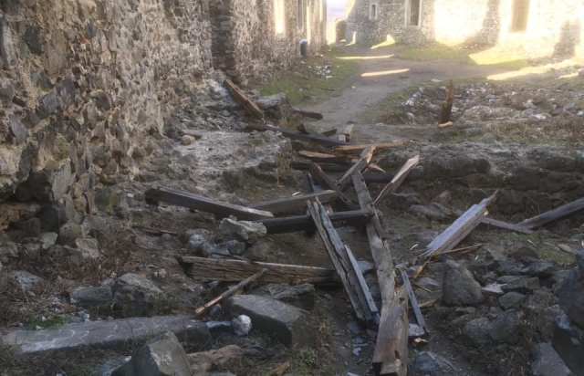 Багатостраждальна пам'ятка архітектури на Ужгородщині втратила крівлю. ФОТО